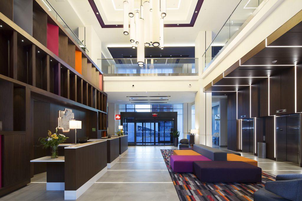 photographe-hotel-montreal-quebec-HolidayInn-photographer-architecture-hospitality
